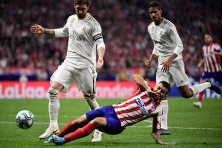 بالصور الريال وأتلتيكو مدريد يقتسمان C.jpg