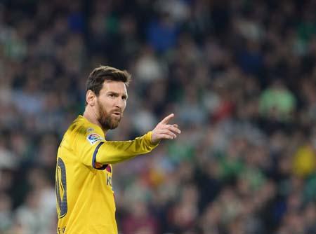 ميسي يرفض الوقوف رئيس برشلونة