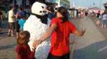 شاهدوا فيديو رجل الثلج المخيف يتعرض للضرب